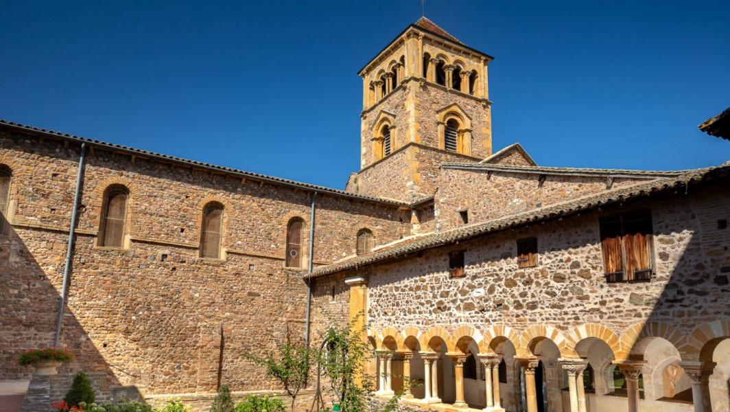 Cloître Roman de Salles-Arbuissonnas