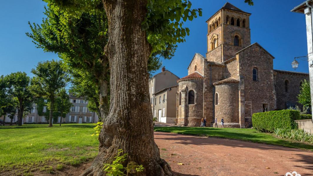 Le Prieuré de Salles-Arbuissonnas en Beaujolais