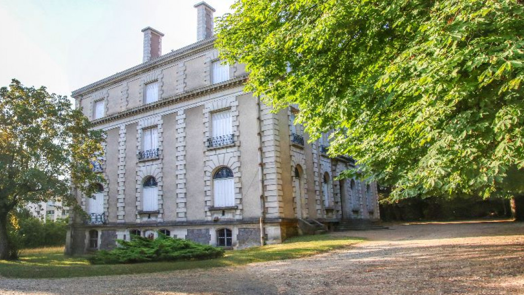 Park and Vermorel house in Villefranche-Sur-Saône